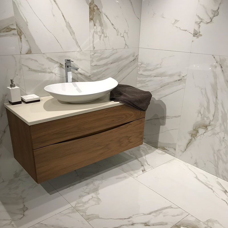 calacatta-oro-marble-porcelain-tiles-bathroom-pp-opt