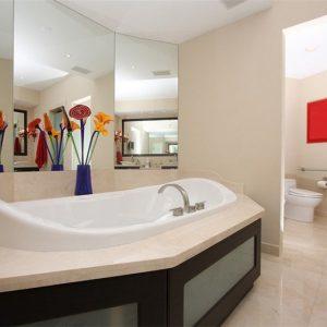 crema-marfil-marble-bath-and-tiles.jpg