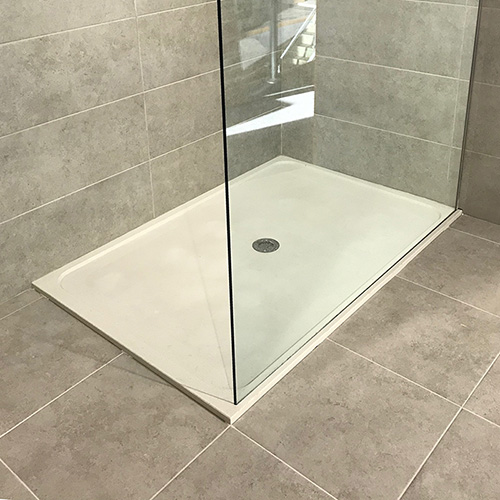 quartzstone-minimal -shower-tray-with-glass-groove